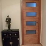 Muntatge Salou porta de cedre rexapat i vernissat 4v i 4 regates